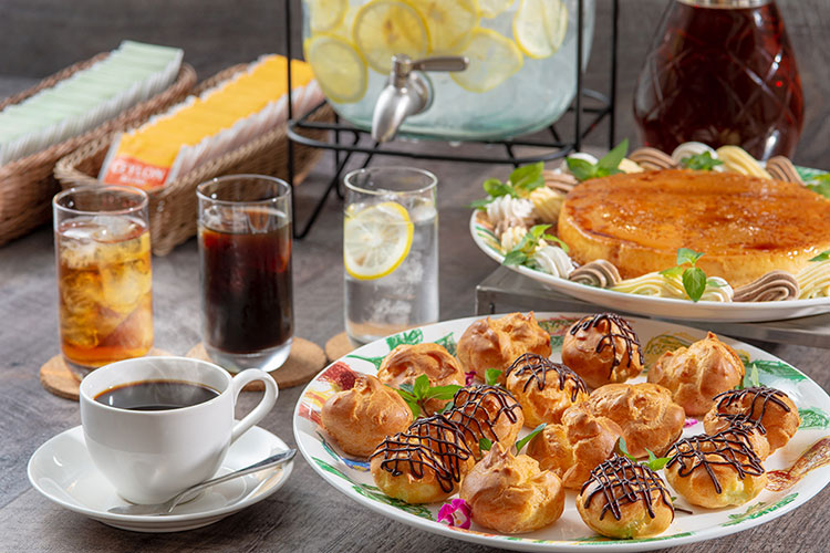 ランチご利用のお客さまは、サラダバー&ドリンクバー無料です。 茜(旧新館)レストラン あかねくりやとは違った雰囲気のレストラン フローラ。洋食をメインとしております。お気軽にご来店くださいませ